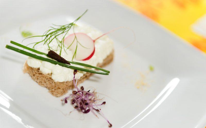 V reštaurácii Hotela Patriot*** vo Vranove nad Topľou môžete ochutnať domáce ale aj zahraničné špeciality šéfkuchára.
